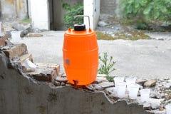 Cartucho da água no escassez de água das ruínas Imagens de Stock