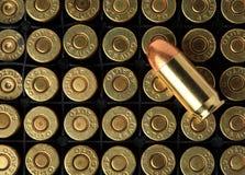 Cartuchos de .45 munição das pistolas do ACP Imagem de Stock Royalty Free