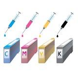 Cartuchos de tinta de CMYK na perspectiva Seringa com uma gota Imagem de Stock Royalty Free