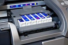 Cartuchos de tinta en impresora fotografía de archivo libre de regalías