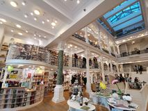 Carturesti bokhandel i Bucharest, Rumänien royaltyfri fotografi