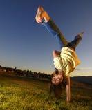 cartwheel νεολαίες κοριτσιών Στοκ εικόνες με δικαίωμα ελεύθερης χρήσης
