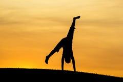 Cartwheel no por do sol Imagens de Stock