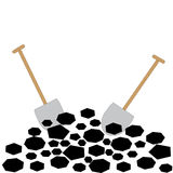 Carvão com as pás no fundo branco Foto de Stock Royalty Free