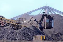 Carvão de trabalho da maquinaria Imagem de Stock