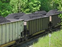 Carvão empilhado em carros de estrada de ferro Fotografia de Stock Royalty Free