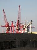 Carvão importado no docas BRITÂNICAS imagem de stock