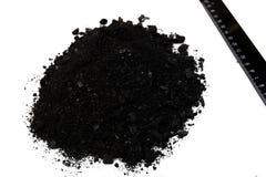 Carvão preto da pilha isolado no fundo branco Fotografia de Stock Royalty Free