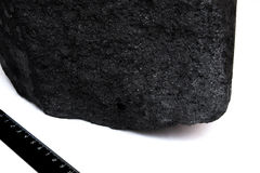 Carvão preto da pilha isolado no fundo branco Imagem de Stock