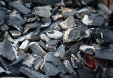 Carvão vegetal com fulgor pequeno Imagem de Stock Royalty Free