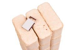 Carvões amassados de madeira isolados no fundo branco firewood briquettes foto de stock royalty free
