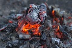 Carvões ardentes do fundo abstrato Textura fotografia de stock