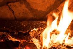Carvões de carvão ardente foto de stock royalty free