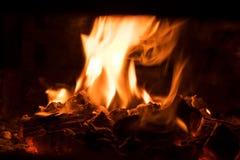 Carvões de carvão ardente foto de stock