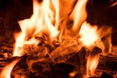 Carvões de carvão ardente fotografia de stock