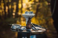 Carvões quentes do cachimbo de água na bacia do metal Fotos de Stock Royalty Free