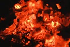 Carvões quentes Incêndio Fundo fotografia de stock royalty free