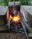 Carvões quentes na forja imagem de stock