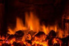 Carvões quentes no fogo foto de stock royalty free