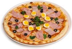 Pizza med quailägg Royaltyfri Bild