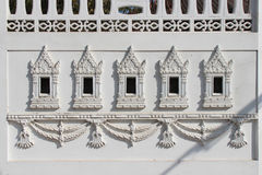Carved patterns decorate the wall of a building (Thailand) Royalty Free Stock Photos