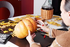 Carving out a pumpkin to prepare halloween lantern Stock Photography