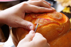 Carving out a pumpkin to prepare halloween lantern Royalty Free Stock Photos