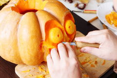Carving out a pumpkin to prepare halloween lantern Royalty Free Stock Photography