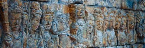 Carvings da pedra da Buda do brâmane no templo de Borobudur imagens de stock royalty free