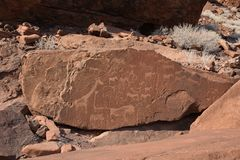 Carvings da rocha de Twyfelfontein, Namíbia, a concentração conhecida a maior de carvings de Stone Age em África imagem de stock