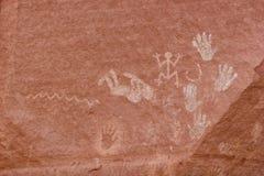Carvings e arte antiga em paredes de garganta Imagem de Stock