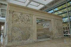 Carvings förändrar sig på av fred i Rome royaltyfria foton