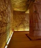 Carvings jeroglíficos de pedra no templo de Kom Ombo foto de stock royalty free