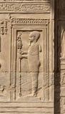 Carvings jerogl?ficos de pedra no templo de Kom Ombo foto de stock royalty free