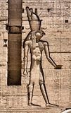 Carvings jerogl?ficos de pedra no templo de Philae fotos de stock royalty free