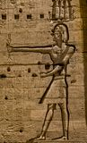 Carvings jerogl?ficos de pedra no templo de Philae imagem de stock royalty free