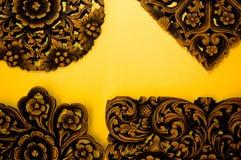 carvingsindierträ royaltyfri bild