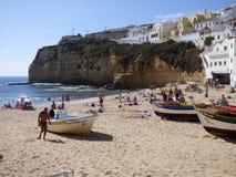 Carvoeiro海滩和峭壁 免版税库存图片