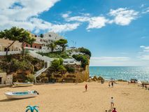 Carvoeiro,葡萄牙- 2017年10月20日:Carvoeiro海滩在Octo 库存照片