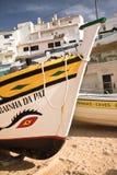 Carvoeiro,葡萄牙- 2016年12月10日, :木传统五颜六色的美丽的木小船 免版税库存图片