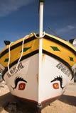 Carvoeiro,葡萄牙- 2016年12月10日, :木传统五颜六色的美丽的木小船 库存照片