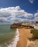 Carvoeiro-Strand bei Algarve Stockfotografie