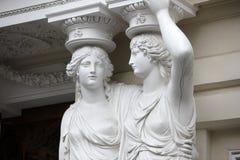 caryatid Statuen von zwei jungen Frauen in Wien Stockfotografie