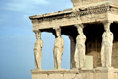 Caryatides på akropolen av Aten Royaltyfri Bild