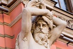 caryatidmanskulptur Arkivbild