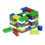 A casa é feita de blocos coloridos differend Imagens de Stock Royalty Free