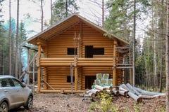 A casa é feita dos logs Imagens de Stock Royalty Free