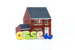 A casa é um conceito do recurso com casa e letras modelo Imagem de Stock