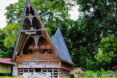 Casa étnica de Batak en el lago toba Foto de archivo