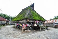 Casa étnica del pueblo de Batak en Sumatra septentrional Fotos de archivo libres de regalías